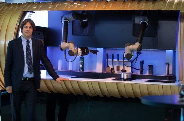 Bu Robot Size Akşam Yemeği Yapacak