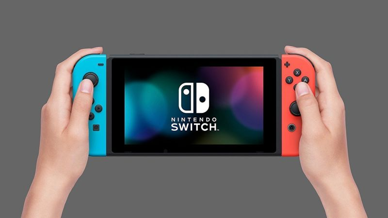 Dünya genelinde büyük ilgi toplayan Nintendo Switch, satışa sunulduğu 3 Mart'dan bu yana geçen 9 aylık sürede tam olarak 10 milyon adet sattı. Nintendo'nun taşınabilir konsolu Switch, aynı zamanda TV'ye bağlı olarak da kullanılabiliyor.