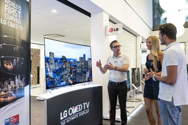 LG_CURVED OLED TV_IFA BB GORSEL_2_2