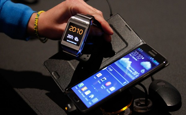 Samsung Galaxy Gear şatış fiyatı duyuruldu.